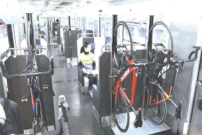 出行新选择日本可携带自行车的专用列车上路啦