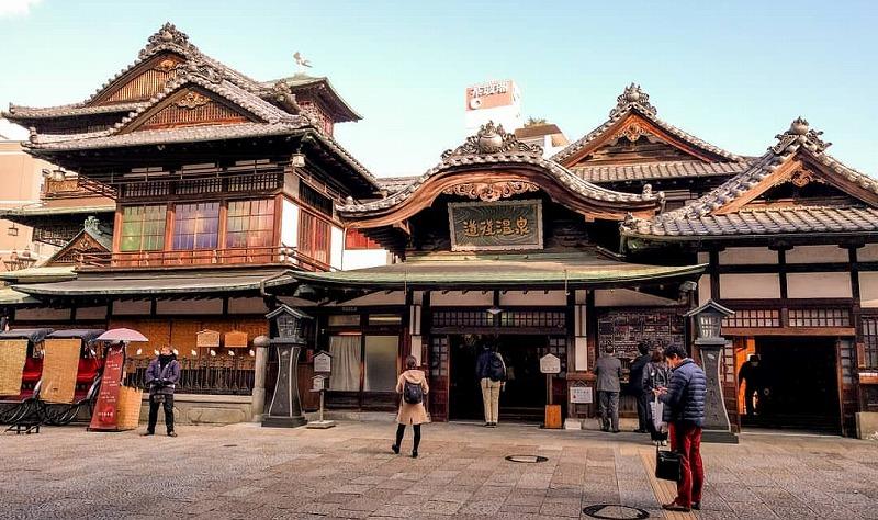 日本最古の温泉で厩戸皇子(聖徳太子)も来湯した道後温泉