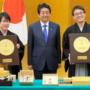 井山裕太与羽生善治被授予日本国民荣誉奖称号