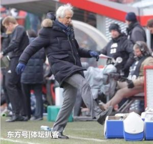 日本男足主帅哈利霍季奇闪电下课 战绩不佳更衣室不和成主因