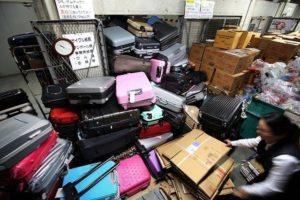 别再乱丢旧行李箱了!日本机场要开征「处理费」