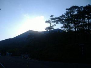 """火山口周边温度低于警戒线 """"雾岛山脉""""旅游业重开"""