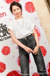 组图:模特河北麻友子将参加GirlsAward 展示简约帅气私人穿搭