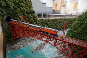 日本富山县黑部峡谷小火车全线开通 尽情享受大自然美景