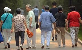 老龄化下的日本养老院:机器人护理经济账