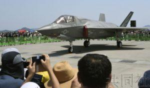 美军岩国基地F-35B在日美亲善日首次航空表演