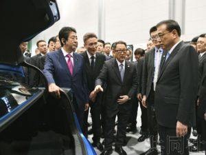 李克强在北海道考察丰田工厂 关心EV等尖端技术