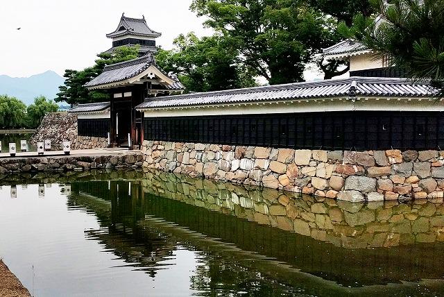 松本城の天守・黒門・堀・石垣