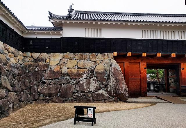 松本城二の丸太鼓門