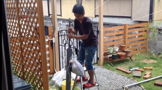 自作道具で井戸を掘るDIY井戸掘りマニア【連載:アキラの着目】