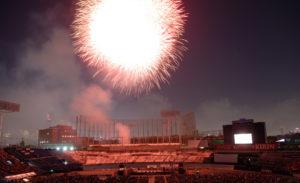 神宫外苑花火大会(毎年8月)