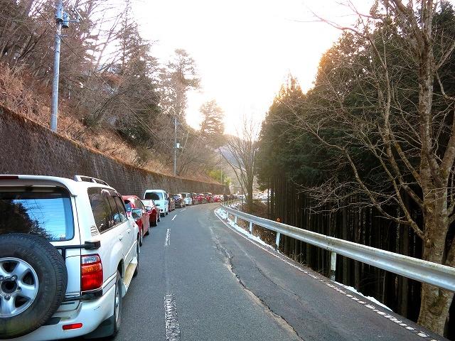 三峯神社の頒布していた「白い氣守」の購入による大渋滞