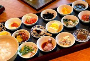 旅人的形状(135)到寺院里吃美食(1)筑地本愿寺早餐