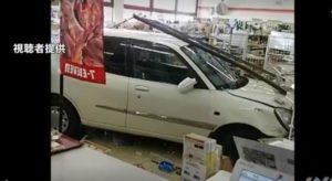 日本高龄司机再酿事故!81岁老妪驾车冲进便利店致1人轻伤