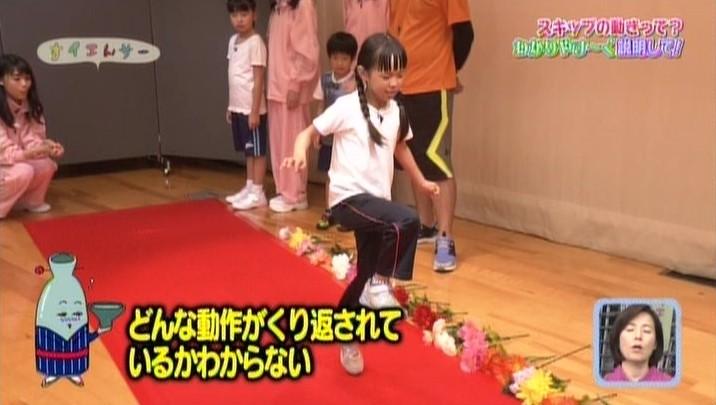 「片足上げ」、「ジャンプ」、「気をつけ」の3拍子で足の動きを習得せよ!  スキップのやり方(説明のしかた) | すイエんサー NHK EテレHPから引用