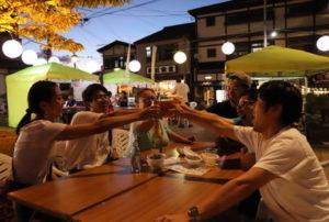 """日本长崎县云仙温泉街举办周末限定活动""""啤酒花园"""""""
