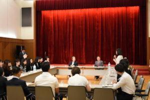 驻日本大使程永华与日语演讲比赛获奖大学生座谈