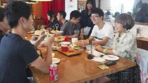 日本高中生访问北京 感慨中国的发展势头