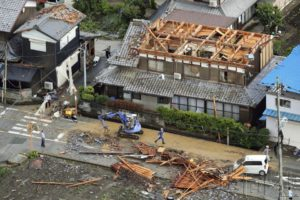 日本滋贺县疑似发生龙卷风 8人受伤