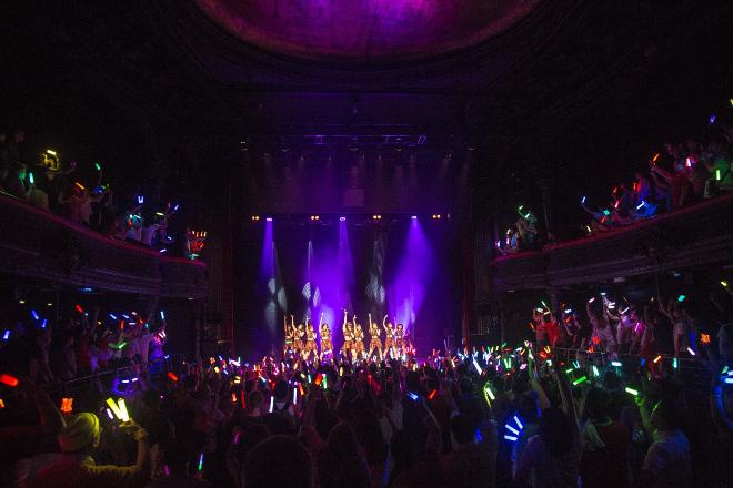 フランス・パリ北部の「La Cigale」(ラ・シガール)にて大盛況のライブ・コンサートを成功させたアンジュルム 日本で発表されている、ポップス、ロックミュージック等をはじめとした音楽作品を紹介するサイト『BARKS』から引用