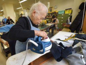 日本劳动人口紧绌竟要靠爷奶来搭救