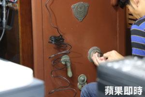 日本锁匠开百年保险箱揭竹市北门国小历史