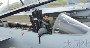 日本诞生首位战机女飞行员 在空自新田原基地结业