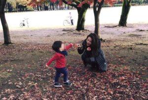 麻衣携子返台见公公王文洋3岁儿子活泼惹人疼