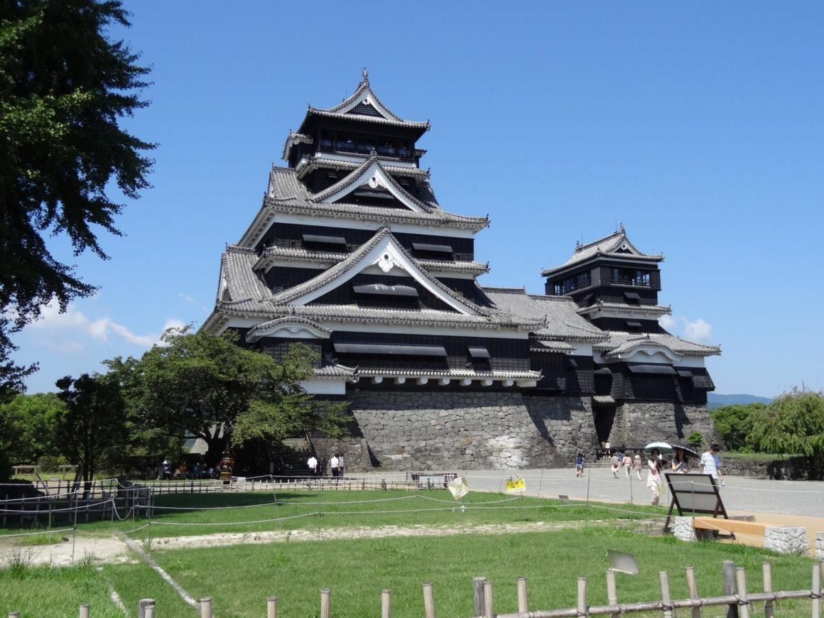 日本熊本城因地震损毁的房瓦将被出售 每吨1千日元