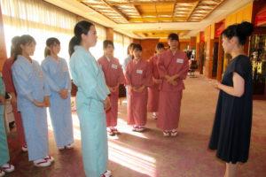 别样授课?日本女大学生在爱知县温泉酒店担任临时老板娘