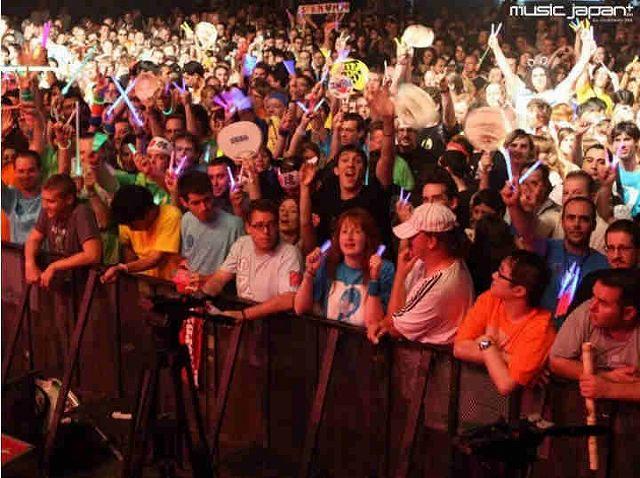 2010年7月フランス・パリで開催されたモーニング娘。ライブコンサートに集結したヨーロッパのモーニング娘。ヲタクたち