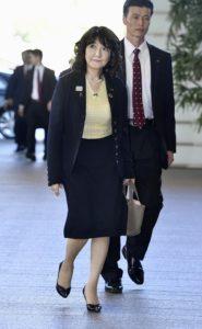 日本首相安倍晋三改组内阁19阁员仅一女性
