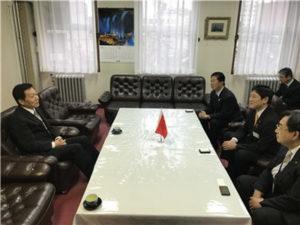 驻札幌总领事孙振勇会见室兰市长青山刚