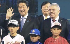 """安倍与IOC主席赴福岛视察 向世界宣传""""重建奥运"""""""