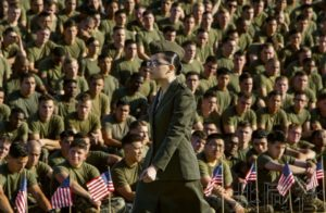 岩国基地举行美海军陆战队创建243周年庆典