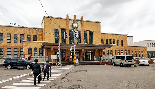 東京の両国駅や上野駅のような同形種の駅舎である小樽駅の駅舎
