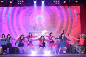 「日本大妈舞」原版登台赤脚热舞嗨全场