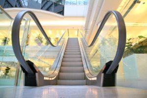 游日习惯要改!东京站宣导搭电扶梯勿行走