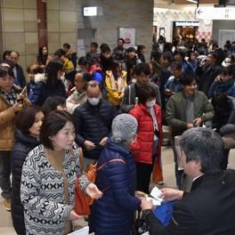 日本迎来新年假期返程高峰 部分新干线上座率达180%