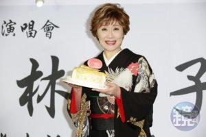 日本国宝歌后小林幸子嗨敲冰雕从18岁就爱上台湾