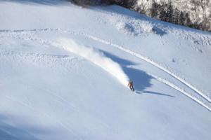 揸车至快!White Valley滑雪场