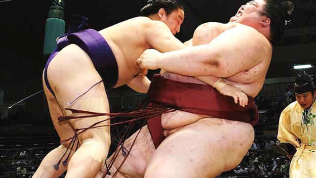 两个300斤胖子推来推去的游戏,为何让日本人如此疯狂?