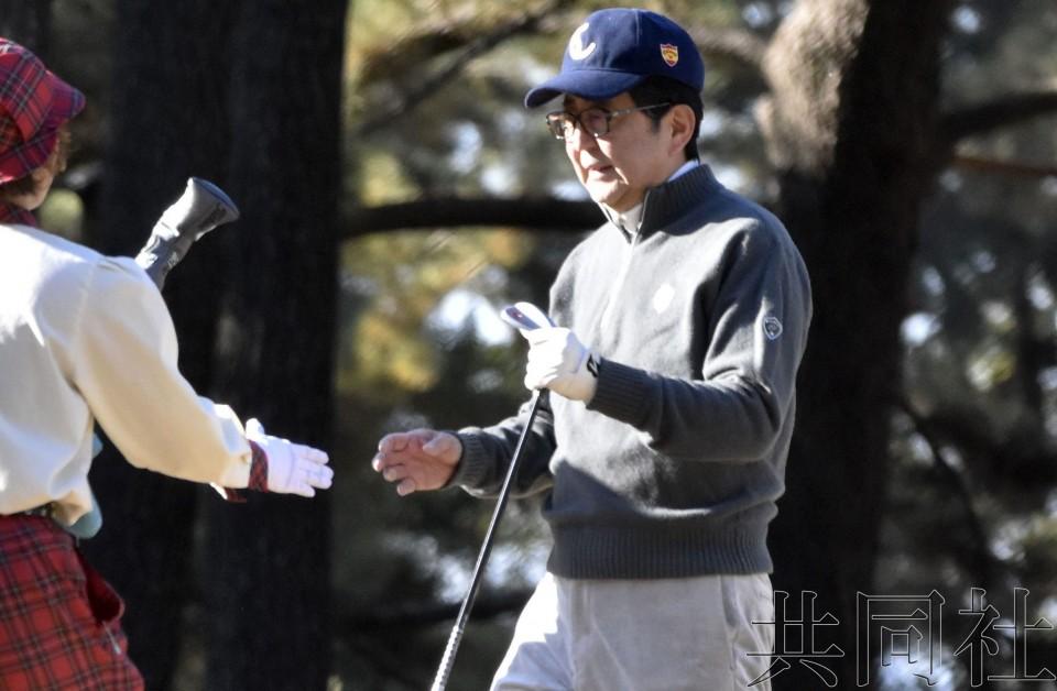 """安倍新年首打高尔夫 称""""每天将竭尽全力""""执政"""