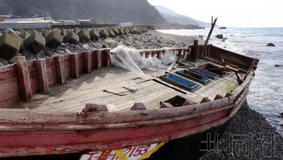 关注:朝鲜漂流船多被放置 沿岸地区缺乏经费将其撤除