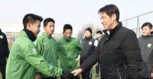 日本国足前主帅到访北京与青少年球员交流