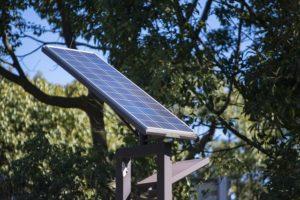 自作できる!ベランダ設置用太陽光発電キット【連載:アキラの着目】