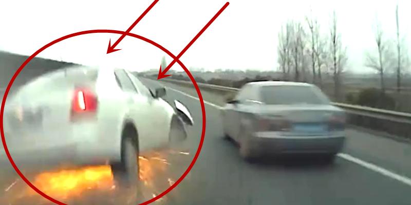 女司机高速任性变道 一路火花带闪电 后方车辆避让不及致三车连撞