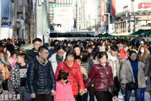 中国游客今年捂紧钱袋?日企绞尽脑汁