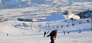 中国游客春节期间赴日本新潟观光滑雪者增多