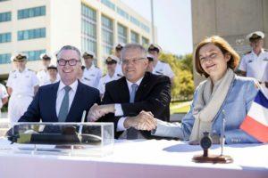 澳大利亚与法国企业签署潜艇建造协议